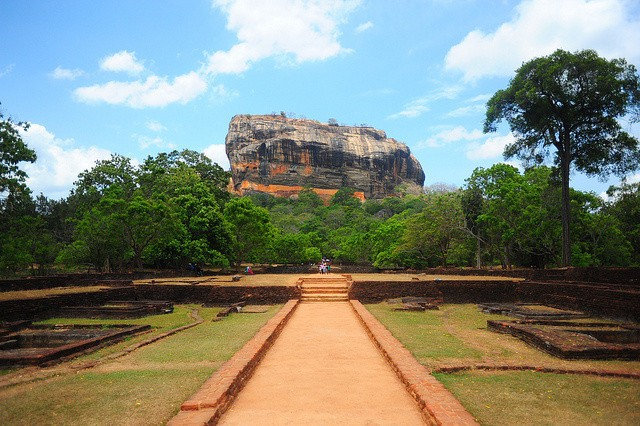 Climbing The Lion: Sigiriya