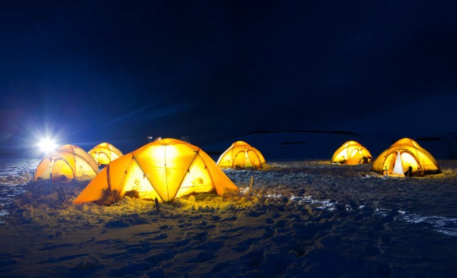 Basecamp_PLA29_Camping_on_Antarctica_©_Richard_Wadey-Oceanwide_Expeditions_Kit_32
