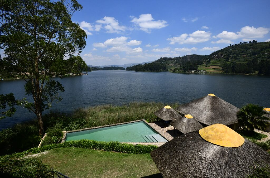 "U-""Gone""-Da in 60 Seconds! A Day Trip from Rwanda to Lake Bunyonyi, Uganda"